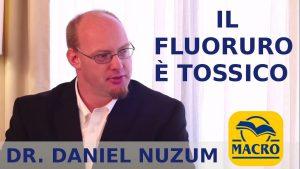 Il fluoruro è tossico: indebolisce i denti e le ossa